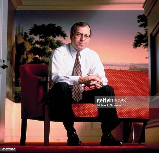 Kodak CEO George Fisher in shirtsleeves