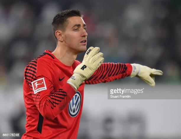Koen Casteels of Wolfsburg gestures during the Bundesliga match between VfL Wolfsburg and Borussia Moenchengladbach at Volkswagen Arena on December 3...