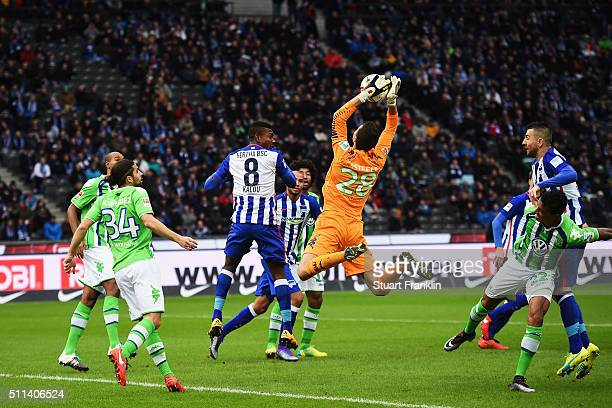 Koen Casteels of Wolfsburg makes a save from an attempt by Salomon Kalou of Berlin during the Bundesliga match between Hertha BSC and VfL Wolfsburg...