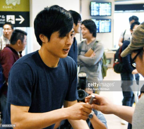 Kohei Kato of Beroe Stara Zagora signs autographs for fans on arrival at Haneda International Airport on May 26 2017 in Tokyo Japan
