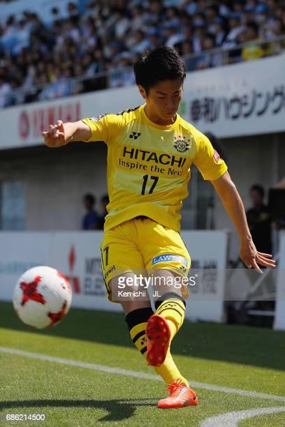 Kohei Tezuka of Kashiwa Reysol takes a corner kick during the JLeague J1 match between Jubilo Iwata and Kashiwa Reysol at Yamaha Stadium on May 20...