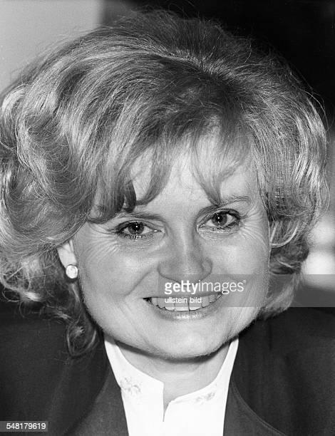 Kohl Hannelore * Dolmetscherin D Ehefrau von Helmut Kohl Bundeskanzler 19821998 Portrait laechelt November 1985