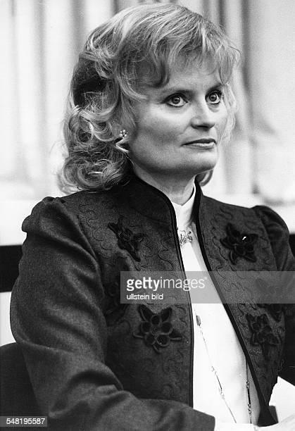 Kohl Hannelore * Dolmetscherin D Ehefrau von Helmut Kohl Bundeskanzler 19821998 Halbportrait 1982