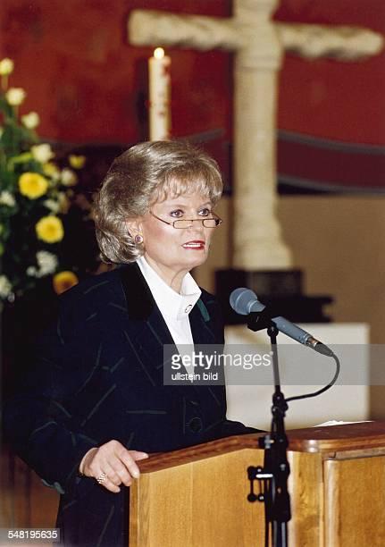 Kohl Hannelore * Dolmetscherin D Ehefrau von Helmut Kohl Bundeskanzler 19821998 Halbportrait Rede als Praesidentin des Kuratoriums ZNS November 1997