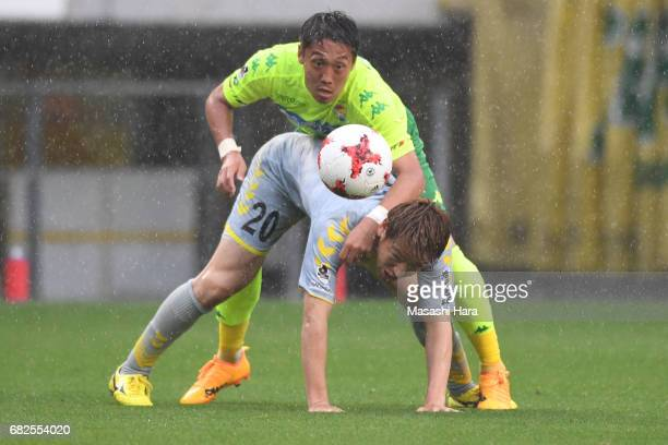 Koki Kiyotake of JEF United Chiba and Keita Nakamura of VVaren Nagasaki compete for the ball during the JLeague J2 match between JEF United Chiba and...