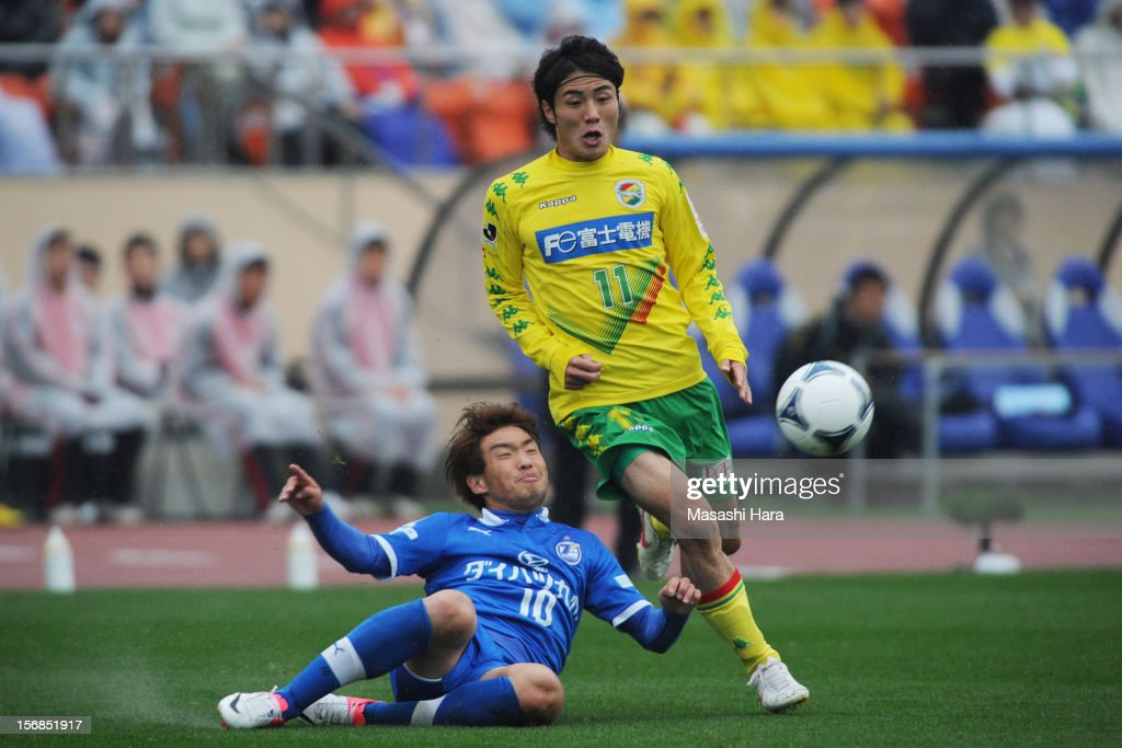 Koki Yonekura #11 of JEF United Chiba (R) and Choi Jung Han #10 of Oita Trinita compete for the ball during the J.League Second Division Play-off Final match between JEF United Chiba and Oita trinita at the National Stadium on November 23, 2012 in Tokyo, Japan.
