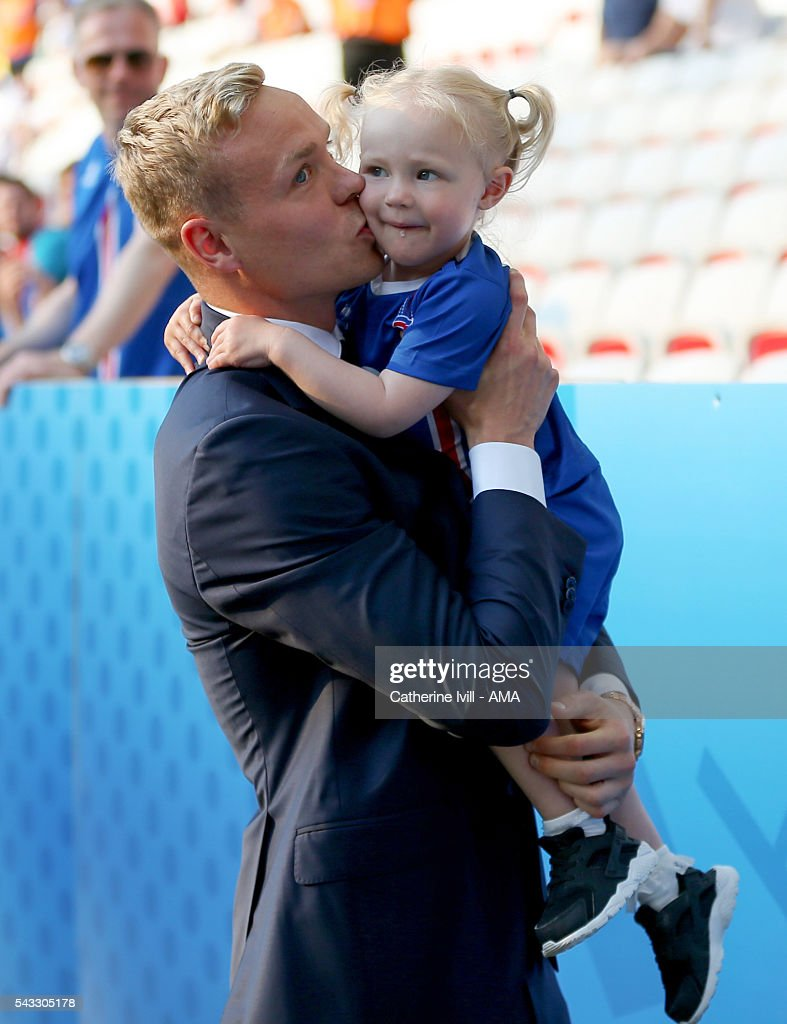 <a gi-track='captionPersonalityLinkClicked' href=/galleries/search?phrase=Kolbeinn+Sigthorsson&family=editorial&specificpeople=4649188 ng-click='$event.stopPropagation()'>Kolbeinn Sigthorsson</a> of Iceland holds his daughter before the UEFA EURO 2016 Round of 16 match between England and Iceland at Allianz Riviera Stadium on June 27, 2016 in Nice, France.