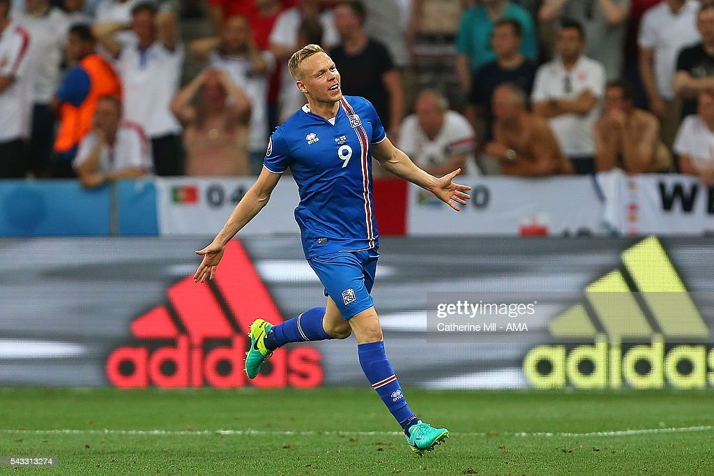 <a gi-track='captionPersonalityLinkClicked' href=/galleries/search?phrase=Kolbeinn+Sigthorsson&family=editorial&specificpeople=4649188 ng-click='$event.stopPropagation()'>Kolbeinn Sigthorsson</a> of Icelend celebrates scoring a goal to make the score 1-2 during the UEFA Euro 2016 Round of 16 match between England and Iceland at Allianz Riviera Stadium on June 27, 2016 in Nice, France.