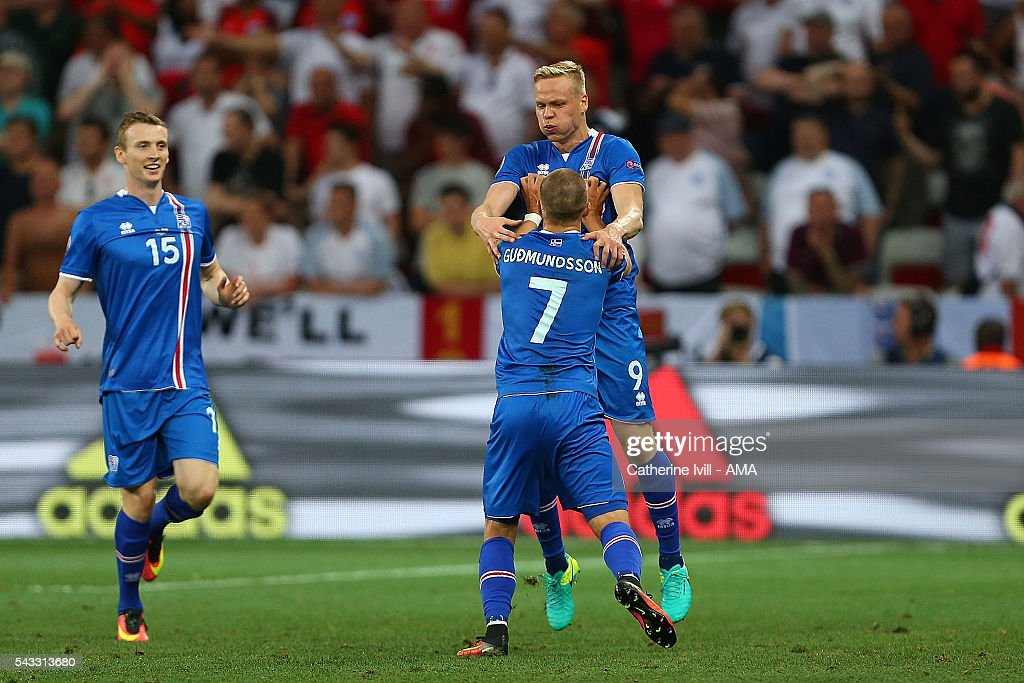 <a gi-track='captionPersonalityLinkClicked' href=/galleries/search?phrase=Kolbeinn+Sigthorsson&family=editorial&specificpeople=4649188 ng-click='$event.stopPropagation()'>Kolbeinn Sigthorsson</a> of Icelend celebrates scoring a goal to make the score 1-2 with his team-mates during the UEFA Euro 2016 Round of 16 match between England and Iceland at Allianz Riviera Stadium on June 27, 2016 in Nice, France.