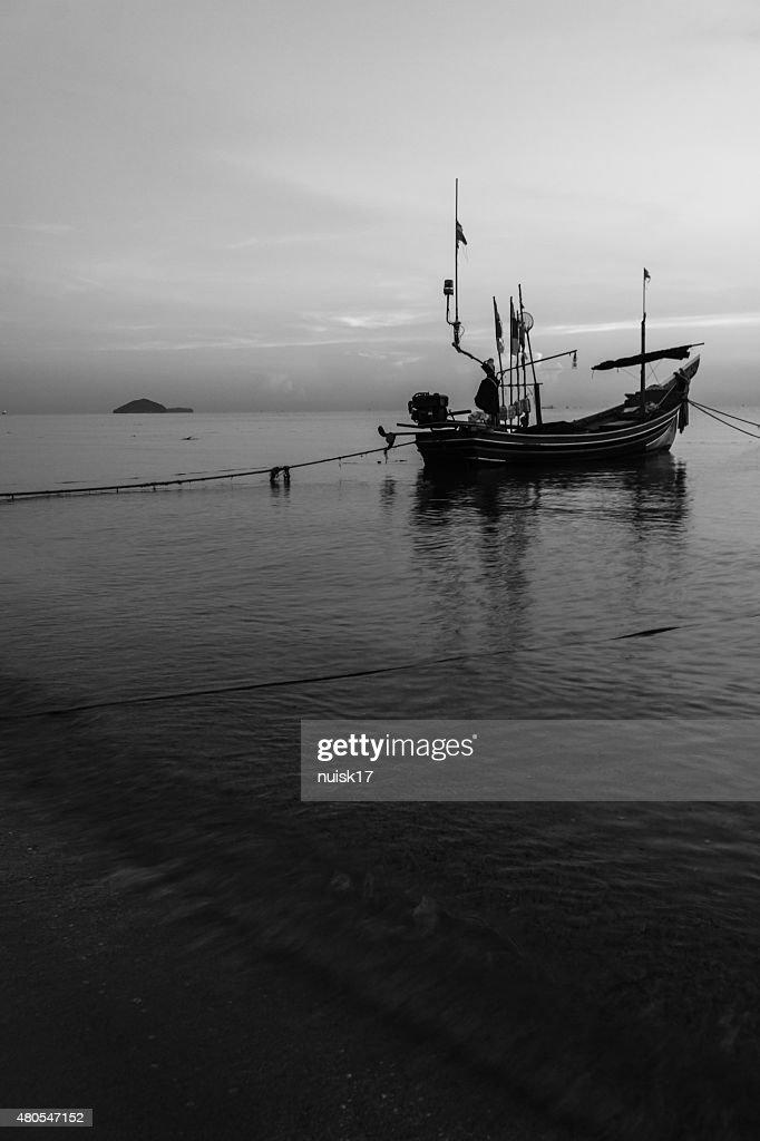 Embarcaciones Kolek barcos de pesca en Tailandia musulmanes. : Foto de stock