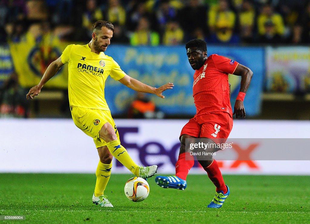 Kolo Toure of Liverpool beats Roberto Soldado of Villarreal to the ball during the UEFA Europa League semi final first leg match between Villarreal CF and Liverpool at Estadio El Madrigal on April 28, 2016 in Villarreal, Spain.