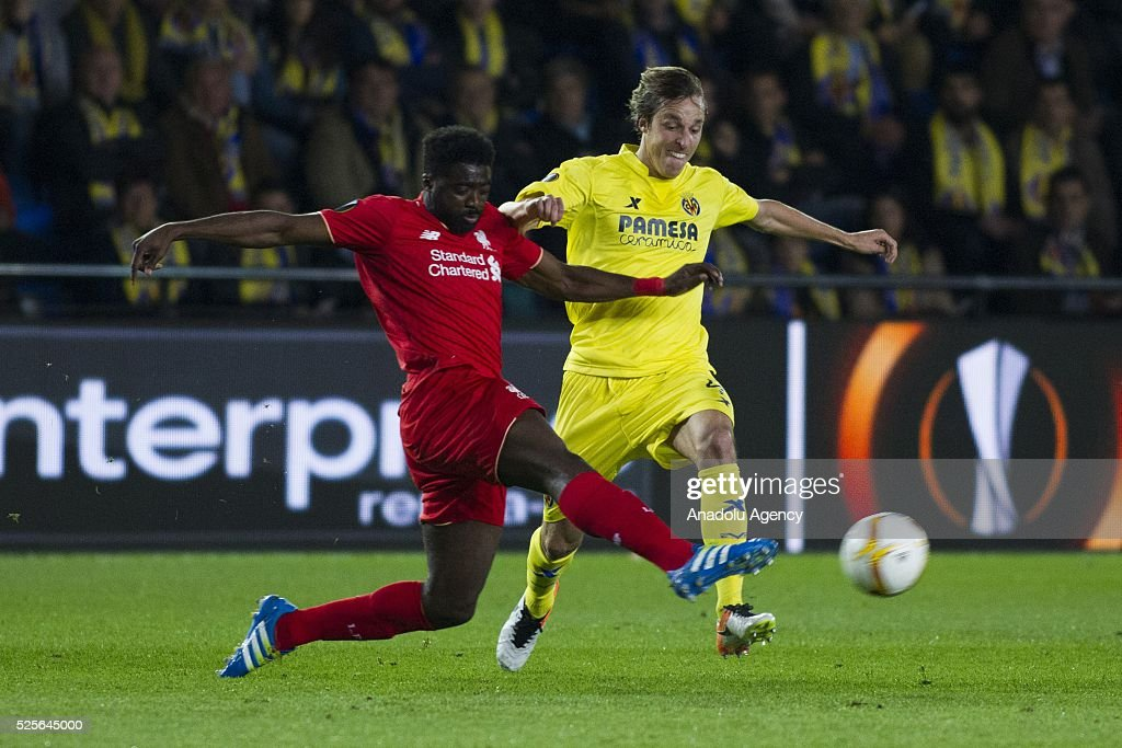 Kolo Toure (L) of Liverpool competes with Roberto Soldado (R) of Villarreal during the UEFA Europa League Semi Final match between Villarreal and Liverpool at Estadio El Madrigal in Villareal, Spain on April 28, 2016.