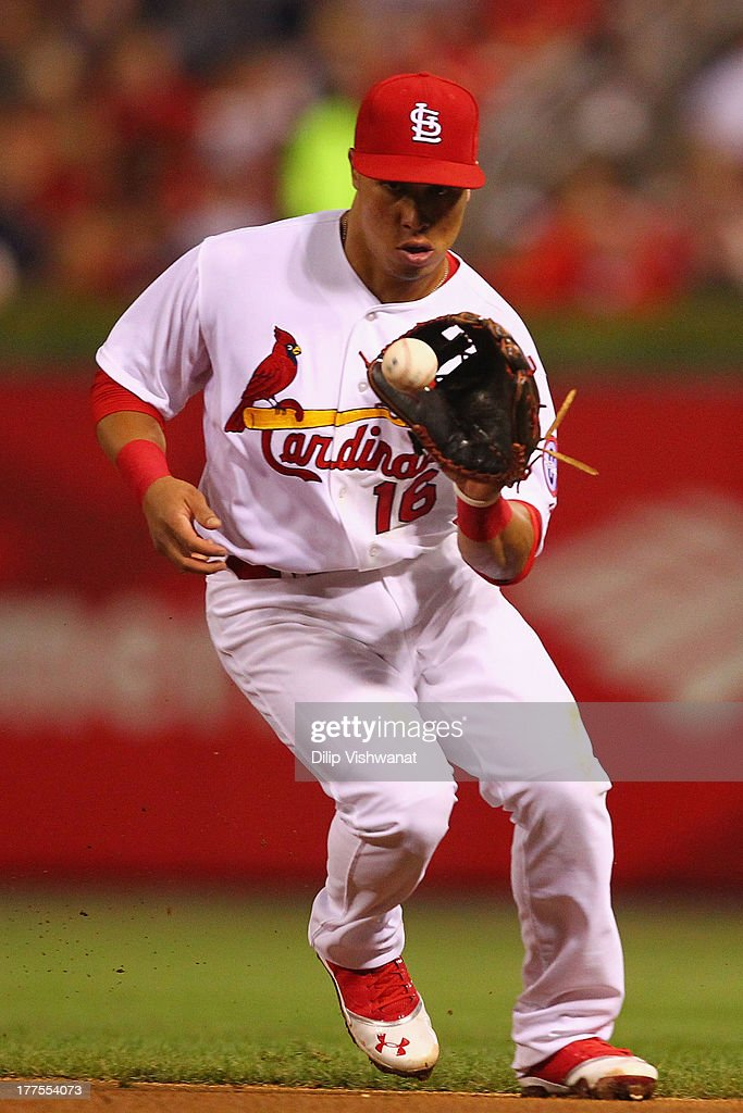 Kolten Wong #16 of the St. Louis Cardinals fields a ground ball against the Atlanta Braves in the seventh inning at Busch Stadium on August 23, 2013 in St. Louis, Missouri. The Cardinals beat the Braves 3-1.