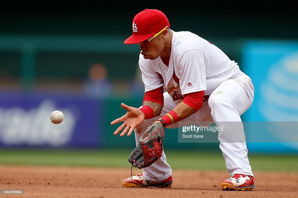 <a gi-track='captionPersonalityLinkClicked' href=/galleries/search?phrase=Kolten+Wong&family=editorial&specificpeople=9003005 ng-click='$event.stopPropagation()'>Kolten Wong</a> #16 of the St. Louis Cardinals makes a play during the fifth inning of a baseball game against the Chicago Cubs at Busch Stadium on May 25, 2016 in St. Louis, Missouri.