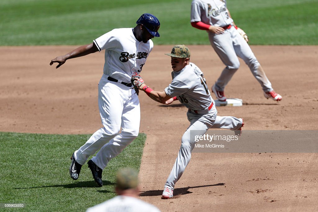 <a gi-track='captionPersonalityLinkClicked' href=/galleries/search?phrase=Kolten+Wong&family=editorial&specificpeople=9003005 ng-click='$event.stopPropagation()'>Kolten Wong</a> #16 of the St. Louis Cardinals tags out Chris Carter #33 of the Milwaukee Brewers during the second inning at Miller Park on May 30, 2016 in Milwaukee, Wisconsin.