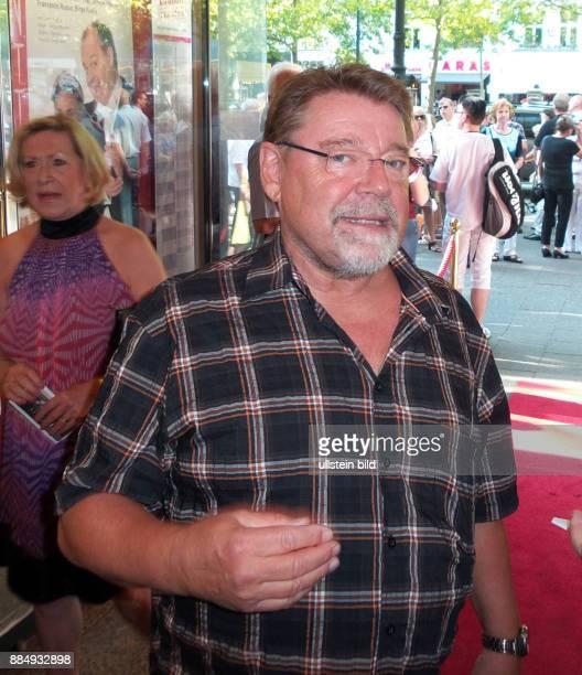 Komiker Jürgen von der Lippe aufgenommen bei der Premiere von dem Theaterstück Der Mann der sich nicht traut im Theater am Kudamm in Berlin...