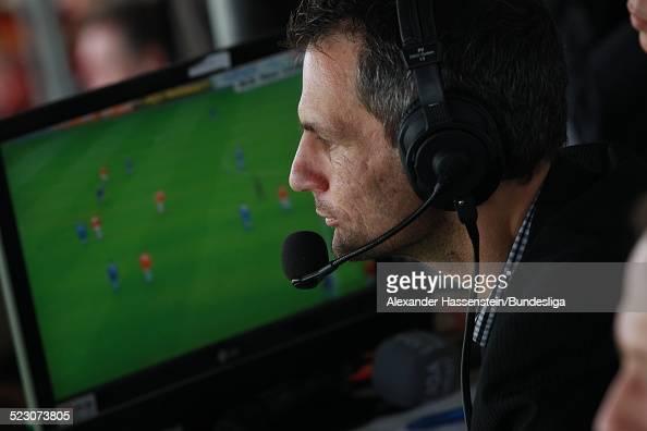 Kommentator beim Bundesliga Spiels zwischen FSV Mainz 05 und FC Schalke 04 im Bruchweg Stadion am 8 Mai 2010 in Mainz Deutschland