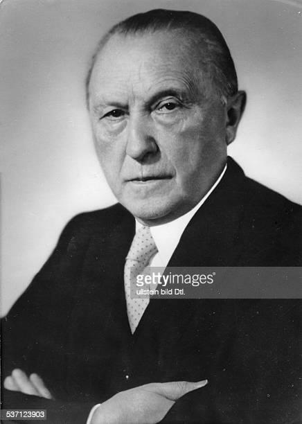 Konrad AdenauerKonrad Adenauer Politiker CDU BRD Porträt 1955