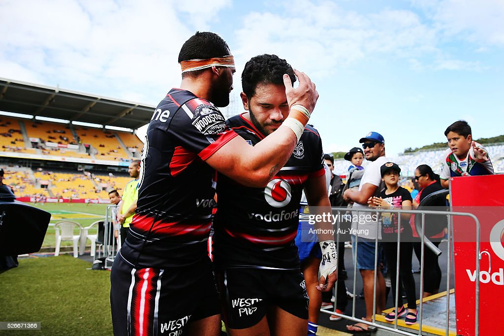 <a gi-track='captionPersonalityLinkClicked' href=/galleries/search?phrase=Konrad+Hurrell&family=editorial&specificpeople=8308514 ng-click='$event.stopPropagation()'>Konrad Hurrell</a> and Bodene Thompson of the Warriors acknowledges each other after the round nine NSW Intrust Super Cup Premiership match between the New Zealand Warriors and the Canterbury Bankstown Bulldogs at Mt Smart Stadium on May 1, 2016 in Auckland, New Zealand.