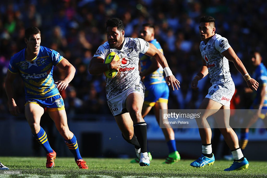 <a gi-track='captionPersonalityLinkClicked' href=/galleries/search?phrase=Konrad+Hurrell&family=editorial&specificpeople=8308514 ng-click='$event.stopPropagation()'>Konrad Hurrell</a> of the Warriors makes a break during the 2016 Auckland Nines grand final match between the Parramatta Eels and the New Zealand Warriors at Eden Park on February 7, 2016 in Auckland, New Zealand.