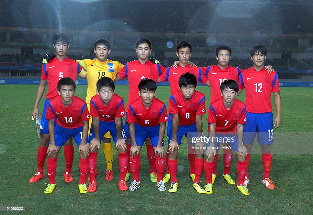 Korea Republic poses prior to kick off during the 2014 FIFA Boys Summer Youth Olympic Football Tournament Semi Final match between Korea Republic and Iceland at Jiangning Sports Centre Stadium on August 24, 2014 in Nanjing, China.