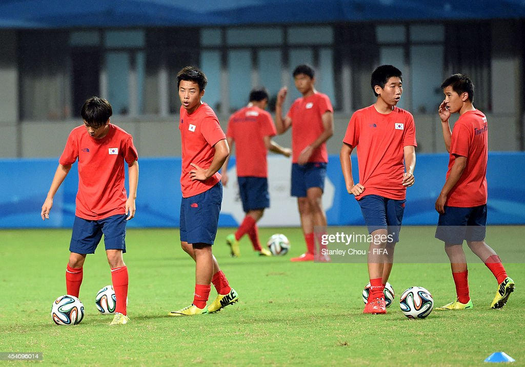 Korea Republic warms up prior to kick off during the 2014 FIFA Boys Summer Youth Olympic Football Tournament Semi Final match between Korea Republic and Iceland at Jiangning Sports Centre Stadium on August 24, 2014 in Nanjing, China.