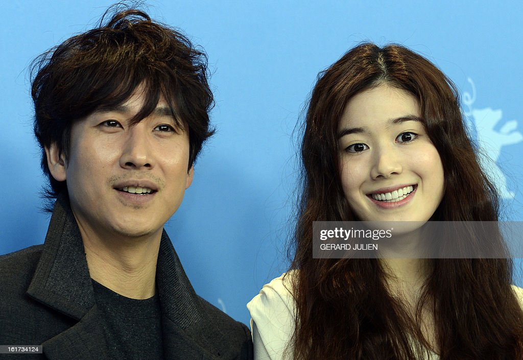 Korean actor Lee Sunkyun (L) and Korean actress Jung Eunchae (R) pose during a photocall for the film 'Nugu-Ui Ttal-Do Anin Haewon' (Nobody's Daughter Haewon) presented in the Berlinale Competition of the 63rd Berlin International Film Festival in Berlin on February 15, 2013. AFP PHOTO / GERARD JULIEN