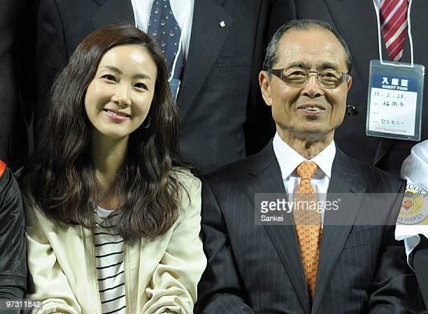 Korean actress Choi JiWoo and Japanese baseball legend Sadaharu Oh pose for photographs prior to the friendly match between Lotte Giants and Fukuoka...