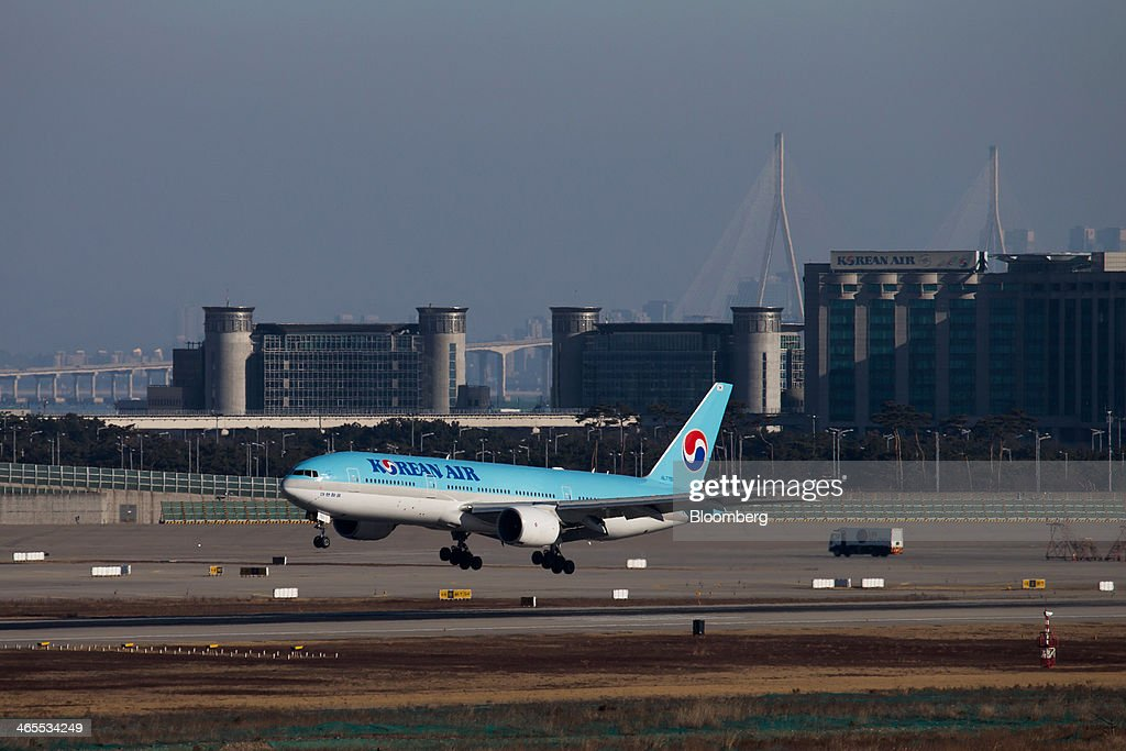 A Korean Air Lines Co. passenger aircraft lands at Incheon International Airport in Incheon, South Korea, on Sunday, Jan. 26, 2014. Korean Air, the nation's biggest carrier, is scheduled to report full-year results on Feb. 3. Photographer: SeongJoon Cho/Bloomberg via Getty Images