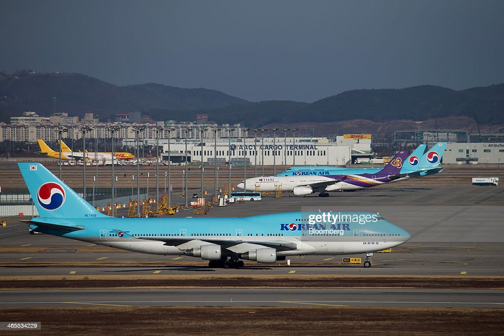 A Korean Air Lines Co. passenger aircraft taxies along the tarmac at Incheon International Airport in Incheon, South Korea, on Sunday, Jan. 26, 2014. Korean Air, the nation's biggest carrier, is scheduled to report full-year results on Feb. 3. Photographer: SeongJoon Cho/Bloomberg via Getty Images