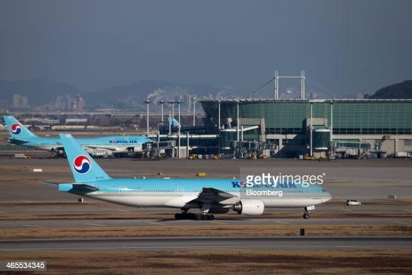 A Korean Air Lines Co passenger aircraft taxies along the tarmac at Incheon International Airport in Incheon South Korea on Sunday Jan 26 2014 Korean...