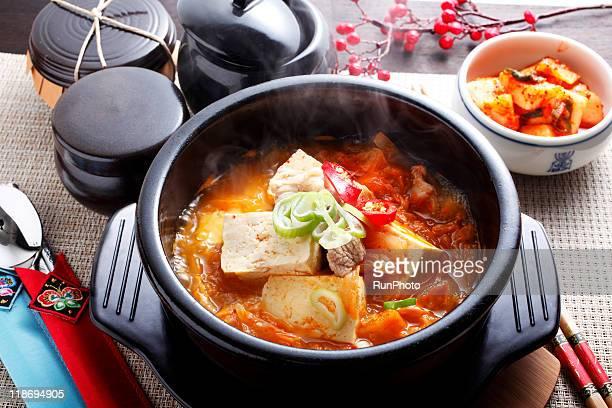 korean foo,kimchi tofu jjigae,kimchi tofu pot
