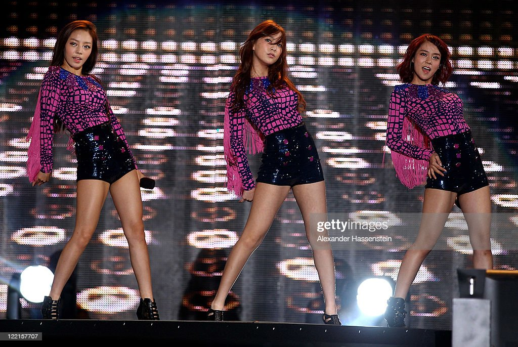 Korean Pop group <a gi-track='captionPersonalityLinkClicked' href=/galleries/search?phrase=Kara&family=editorial&specificpeople=844908 ng-click='$event.stopPropagation()'>Kara</a> perform during The Welcome Night of The IAAF World Championships Daegu 2011, at Duryu Park on August 26, 2011 in Daegu, South Korea.