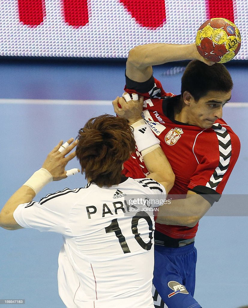 Korea's back Chan-Yong Park (L) vies with Serbia's centreback Zarko Sesum during the 23rd Men's Handball World Championships preliminary round Group C match Serbia vs Korea at the Pabellon Principe Felipe in Zaragoza on January 12, 2013.