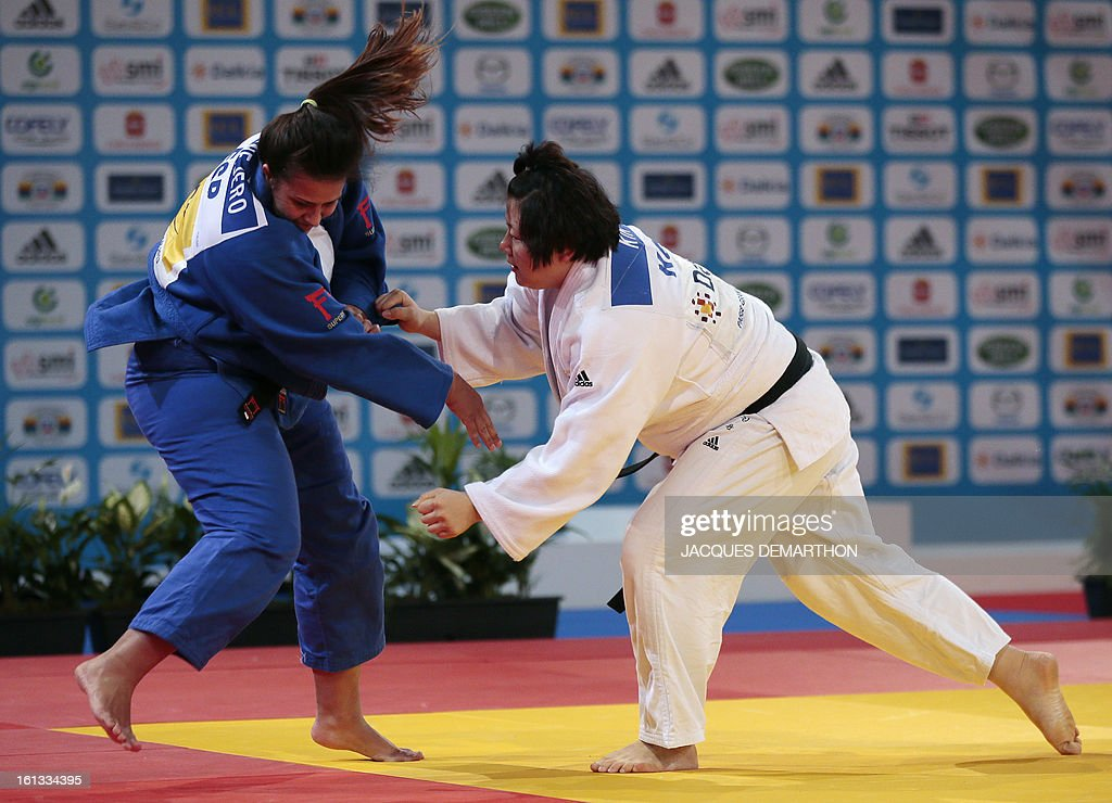 Korea's Kim Jiyoun (white) fights against Spain's Sara Conejero Lozano (blue) on February 10, 2013 in Paris, during the eliminatories of the Women +78kg of the Paris Judo Grand Slam tournament.