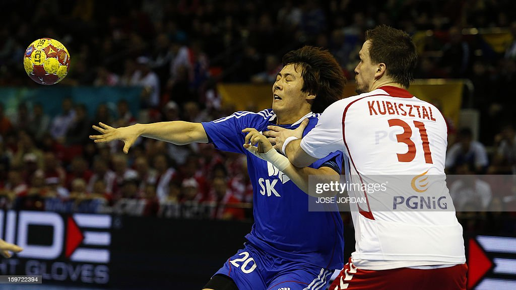 Korea's right back Kim Se-Ho (L) vies with Poland's centre back Michal Kubisztal during the 23rd Men's Handball World Championships preliminary round Group C match Poland vs South Korea at the Pabellon Principe Felipe in Zaragoza on January 19, 2013.