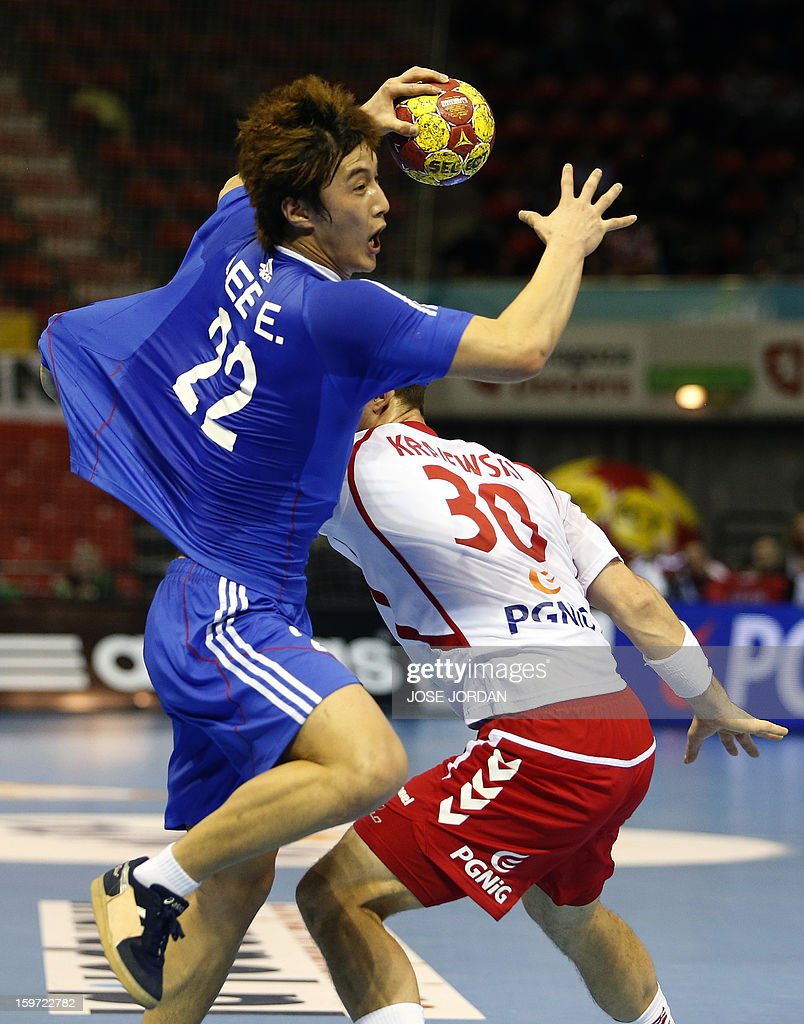 Korea's right back Lee Eun-Ho (L) vies with Poland's left wing Przemyslaw Krajewski during the 23rd Men's Handball World Championships preliminary round Group C match Poland vs South Korea at the Pabellon Principe Felipe in Zaragoza on January 19, 2013.