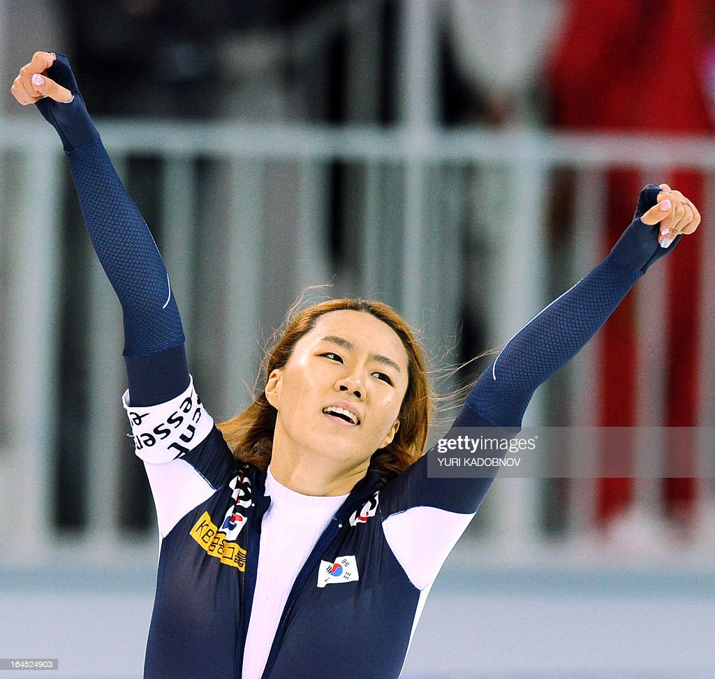 Korea's Sang-Hwa Lee celebrates her victory in the ladies 500m event of the 2013 World Single Distances Speed Skating Championships in Sochi on March 24, 2013. AFP PHOTO / YURI KADOBNOV