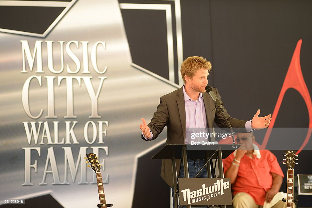 Kos Weaver does the induction of Alabama into the Walk of Fame Park on May 26, 2016 in Nashville, Tennessee.