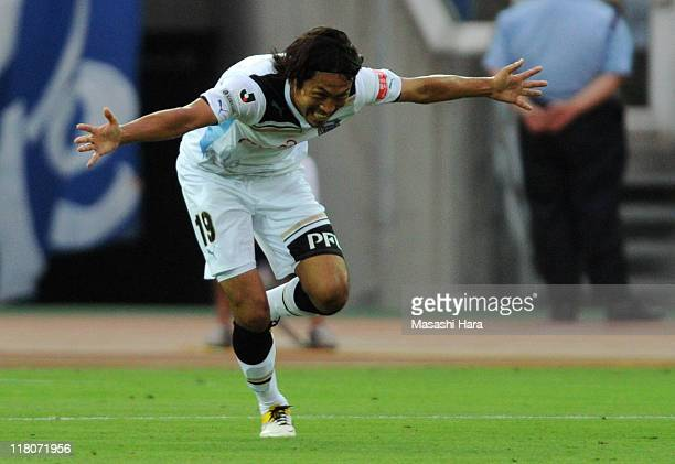 Kosei Shibasaki of Kawasaki Frontale celebrates his goal during the JLeague match between Yokohama F Marinos and Kawasaki Frontale at Nissan Stadium...