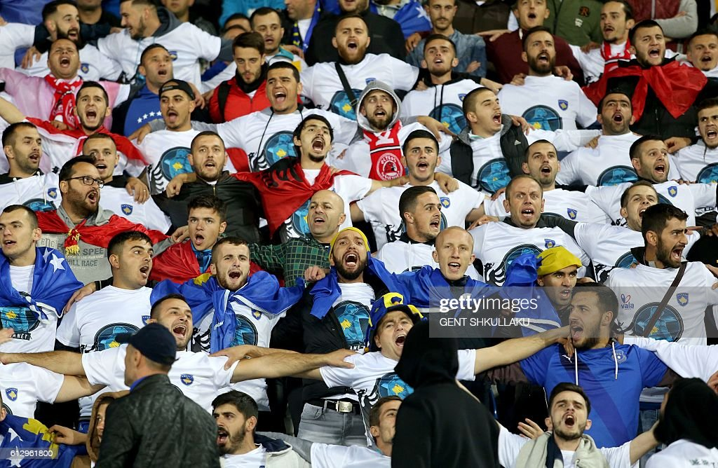 Kosovo fans cheer prior to the World Cup 2018 qualifying football match between Kosovo and Croatia at Loro Borici Stadium in Shkoder on October 6, 2016. / AFP / GENT