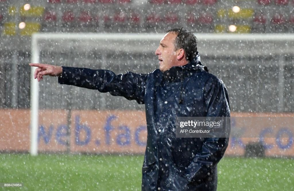 Kosovo's head coach Albert Bunjaku gestures from the touchline during the FIFA World Cup 2018 qualification football match between Kosovo and Ukraine at The Loro Borici Stadium in Shkoder on October 6, 2017. / AFP PHOTO / Gent SHKULLAKU