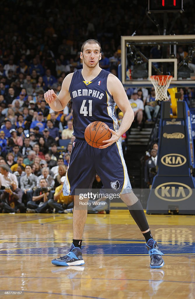 <a gi-track='captionPersonalityLinkClicked' href=/galleries/search?phrase=Kosta+Koufos&family=editorial&specificpeople=4216032 ng-click='$event.stopPropagation()'>Kosta Koufos</a> #41 of the Memphis Grizzlies while facing the Golden State Warriors on March 28, 2014 at Oracle Arena in Oakland, California.