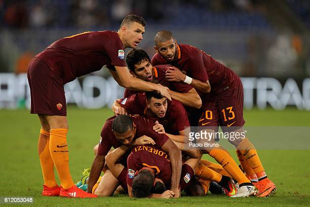 Kostas Manolas with his teammates of AS Roma celebrates after scoring the team's second goal during the Serie A match between AS Roma and FC...