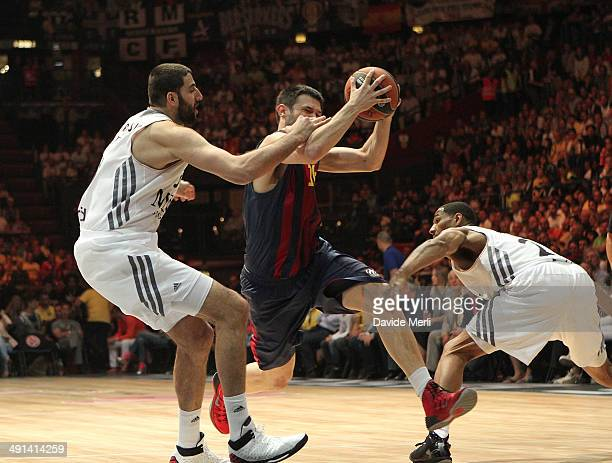 Kostas Papanikolau #16 of FC Barcelona in action during the Turkish Airlines EuroLeague Final Four Semi Final A between FC Barcelona v Real Madrid at...