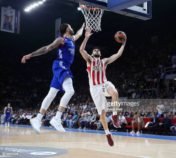 Kostas Papanikolau#16 of Olympiacos Piraeus in action during the 2016/2017 Turkish Airlines EuroLeague Playoffs leg 4 game between Anadolu Efes...