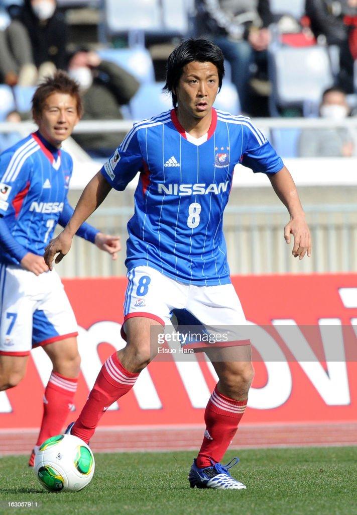 Kosuke Nakamachi of Yokohama F.Marinos in action during the J.League match between Yokohama F.Marinos and Shonan Bellmare at Nissan Stadium on March 2, 2013 in Yokohama, Kanagawa, Japan.