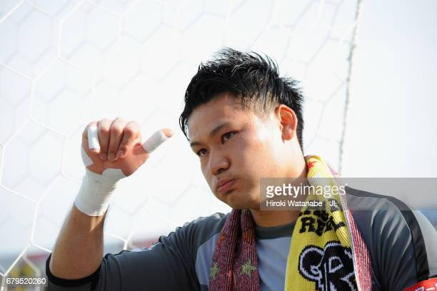 Kosuke Nakamura applauds supporters after his side's 10 victory in the JLeague J1 match between Kashiwa Reysol and Cerezo Osaka at Hitachi Kashiwa...