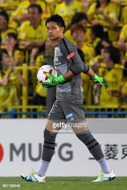Kosuke Nakamura of Kashiwa Reysol in action during the JLeague J1 match between Kashiwa Reysol and Consadole Sapporo at Hitachi Kashiwa Soccer...