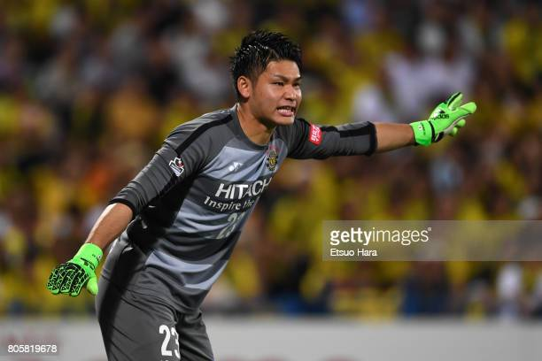 Kosuke Nakamura of Kashiwa Reysol in action during the JLeague J1 match between Kashiwa Reysol and Kashima Antlers at Hitachi Kashiwa Soccer Stadium...